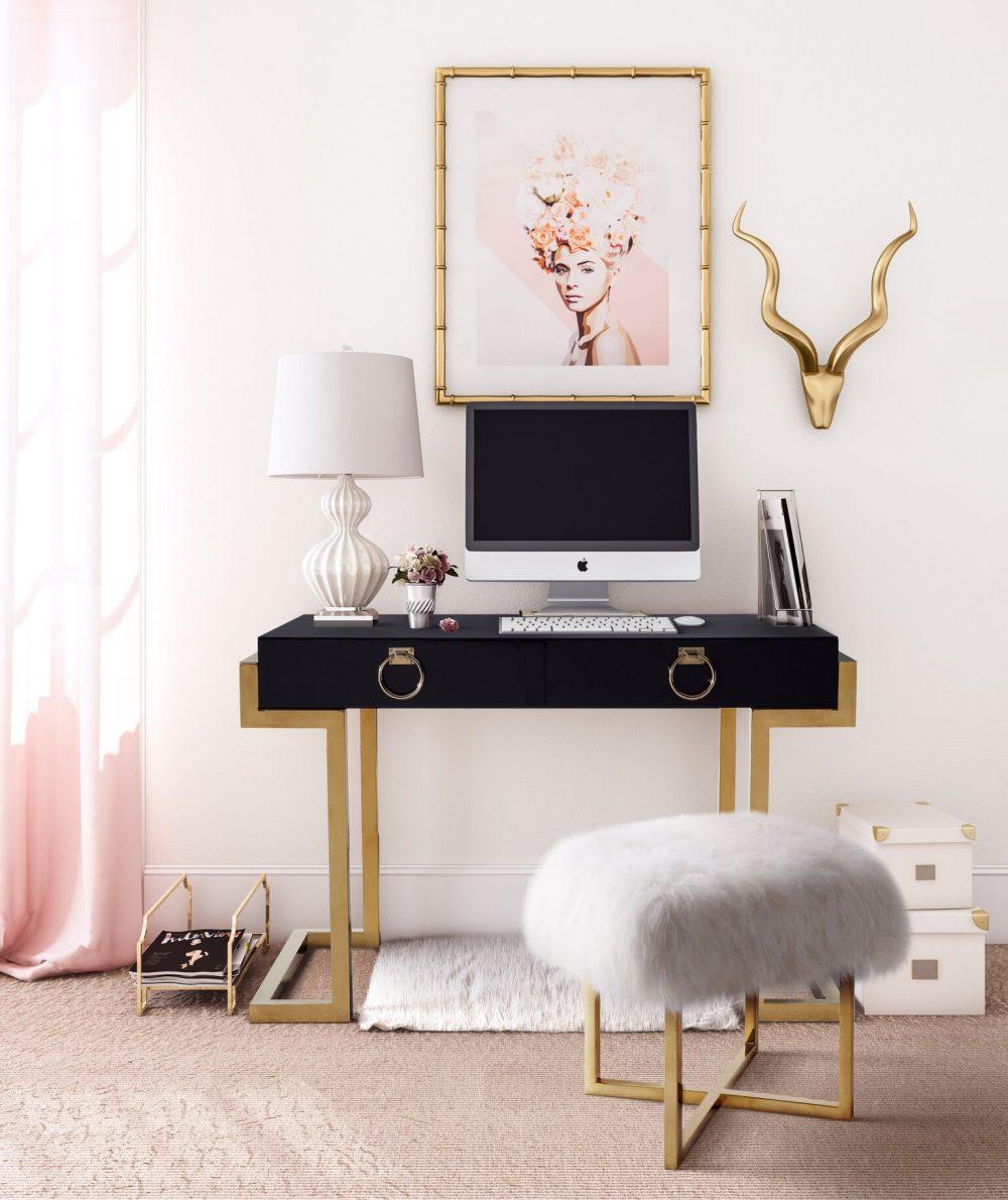 Majesty-Desk-with-Nomo